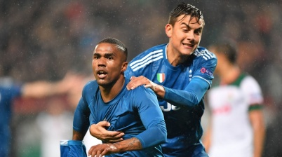 Juventus' Brazilian forward Douglas Costa celebrates with Juventus' Argentine forward Paulo Dybala after scoring a goal during the UEFA Champions League group D football match between FC Lokomotiv Moscow and Juventus at Moscow's RZD Arena stadium on November 6, 2019. (Photo by Dimitar DILKOFF / AFP) (Photo by DIMITAR DILKOFF/AFP via Getty Images)