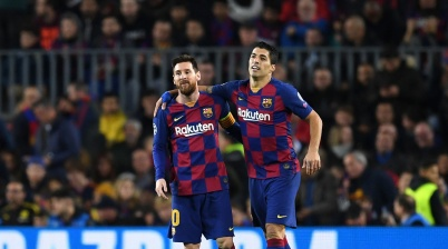 BARCELONA, SPAIN - NOVEMBER 27: Luis Suarez of FC Barcelona celebrates with teammate Lionel Messi after scoring his team's first goal during the UEFA Champions League group F match between FC Barcelona and Borussia Dortmund at Camp Nou on November 27, 2019 in Barcelona, Spain. (Photo by David Ramos/Getty Images)