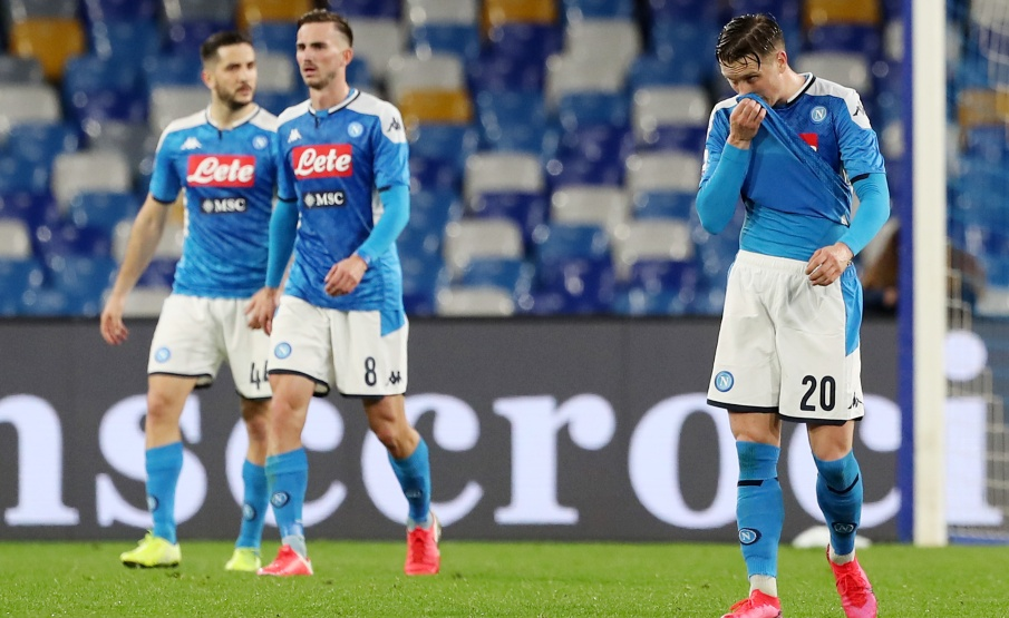 Jogadores do Napoli, em partir contra o Torino, antes da interrupção do Campeonato Italiano(2020 Getty Images, Getty Images Europe)