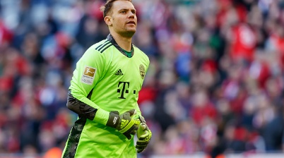 MUNICH, GERMANY - MARCH 08: (BILD ZEITUNG OUT) goalkeeper Manuel Neuer of Bayern Muenchen looks on during the Bundesliga match between FC Bayern Muenchen and FC Augsburg at Allianz Arena on March 8, 2020 in Munich, Germany. (Photo by Roland Krivec/DeFodi Images via Getty Images)