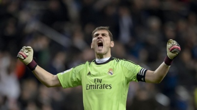 Casillas se aposenta e volta para o Real Madrid