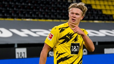 DORTMUND, GERMANY - OCTOBER 24: Erling Haaland of Borussia Dortmund celebrates scoring the goal to the 2:0 during the Bundesliga match between Borussia Dortmund and FC Schalke 04 at the Signal Iduna Park on October 24, 2020 in Dortmund, Germany. (Photo by Alexandre Simoes/Borussia Dortmund via Getty Images)