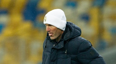 KHARKOV, UKRAINE - DECEMBER 01: (BILD ZEITUNG OUT) head coach Zinedine Zidane of Real Madrid looks on during the UEFA Champions League Group B stage match between Shakhtar Donetsk and Real Madrid at Metalist Stadium on December 1, 2020 in Kharkov, Ukraine. (Photo by Stanislav Vedmid/DeFodi Images via Getty Images)