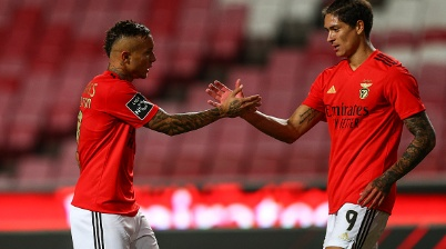 LISBON, PORTUGAL - OCTOBER 04: Everton of SL Benfica (L) and Darwin Nunez of SL Benfica (R) celebrates SL Benfica third goal scored by Haris Seferovic of SL Benfica during the Liga NOS  round 3 match between SL Benfica and SC Farense at Estadio da Luz on October 3, 2020 in Lisbon, Portugal. (Photo by Carlos Rodrigues/Getty Images)