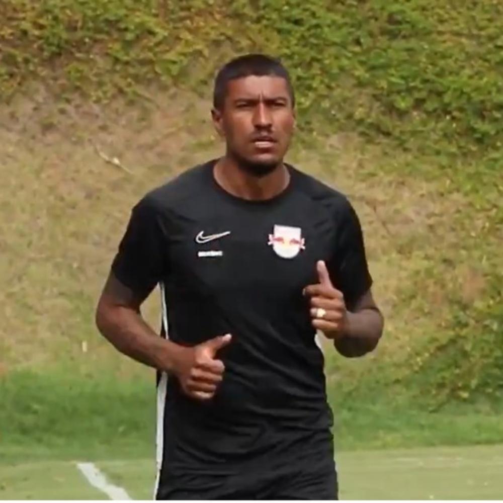 Paulinho rescinde com Al-Ahli após dois meses de clube