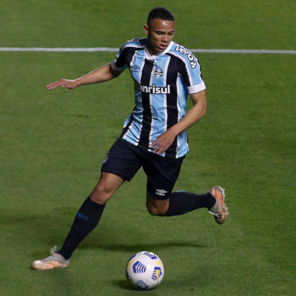 Brentford, da Inglaterra, faz proposta próxima de R$ 91 milhões por Vanderson, do Grêmio