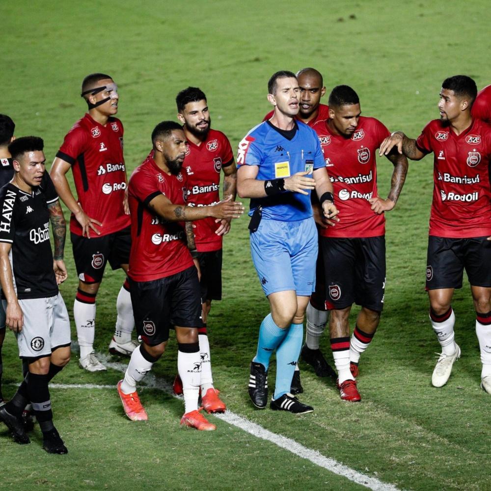 Vasco emite nota contra arbitragem e VAR do jogo contra o Brasil de Pelotas