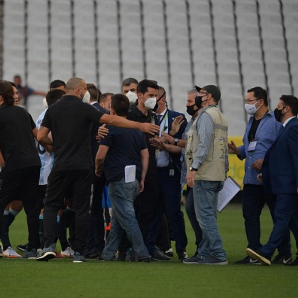 Anvisa se manifesta em comunicado oficial após interromper Brasil x Argentina
