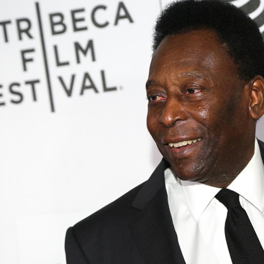 Em publicação no Instagram, Pelé diz que passou por cirurgia para retirada de tumor no intestino