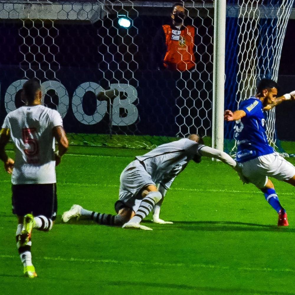 Vascaínos se revoltam após nova derrota na Série B: 'Pior time da história do Vasco'