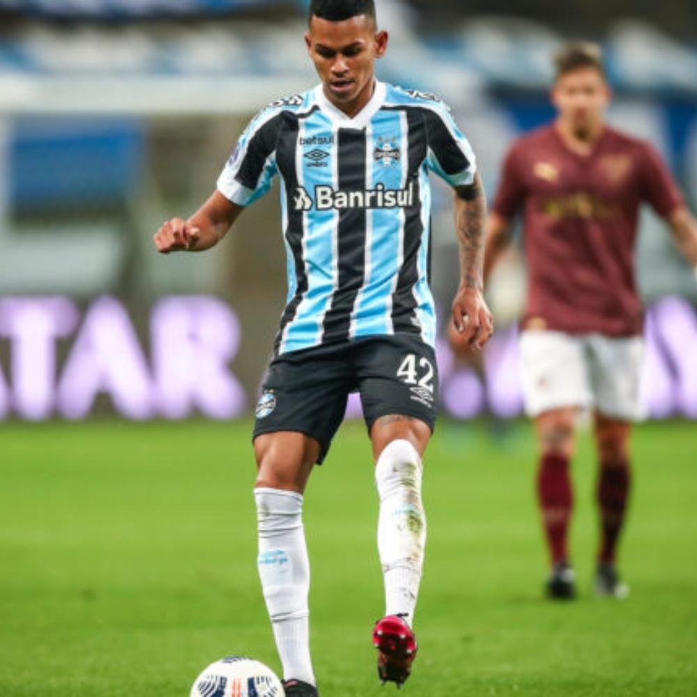 Grupo City e Al Ain consultam situação do volante Fernando Henrique, do Grêmio