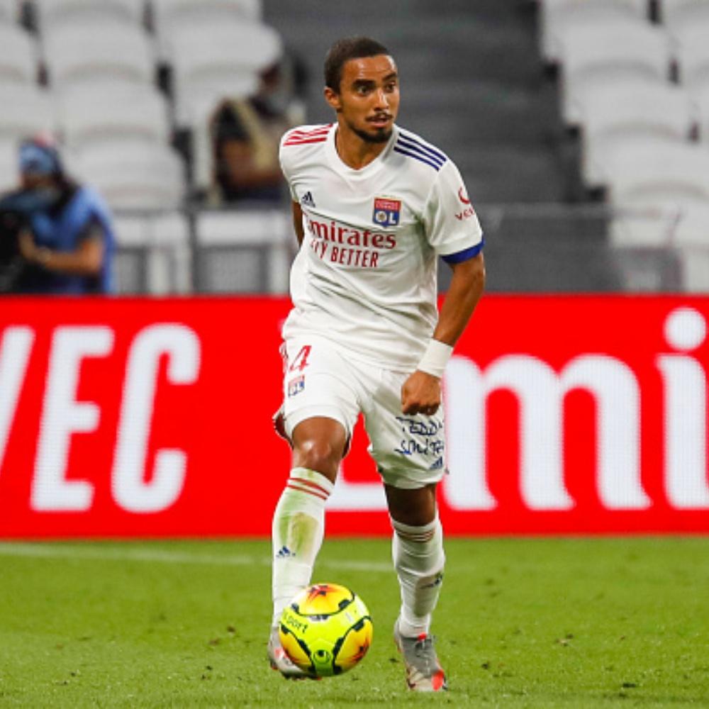 Botafogo acerta a contratação do lateral Rafael, ex-Manchester United e Lyon