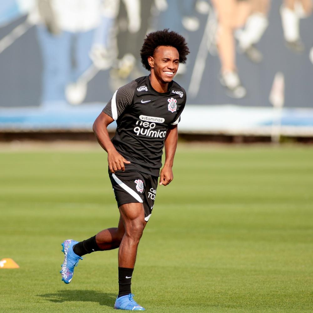 Willian deve estrear pelo Corinthians contra o Atlético Goianiense