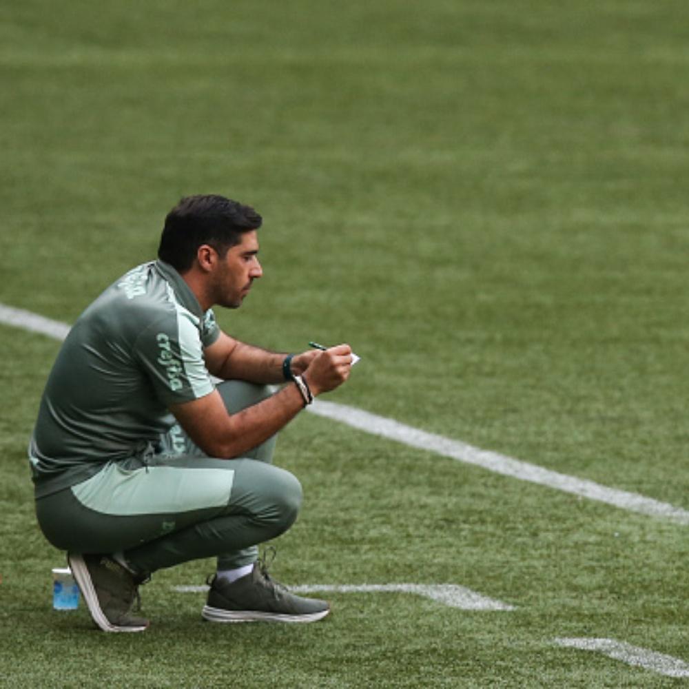 Torcedores do Palmeiras pedem demissão de Abel Ferreira após derrota para o Flamengo