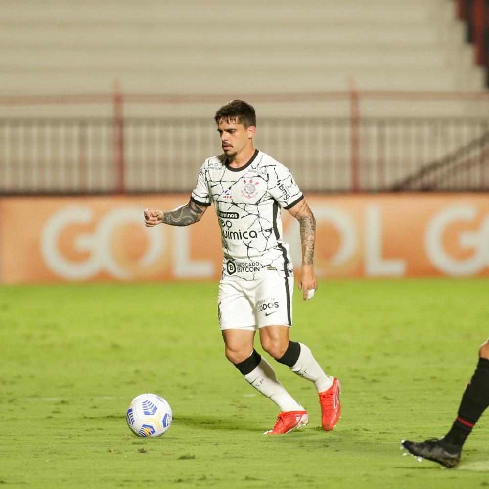 Corinthians informa lesões de Fagner e Roni, que será reavaliado nesta segunda (13)