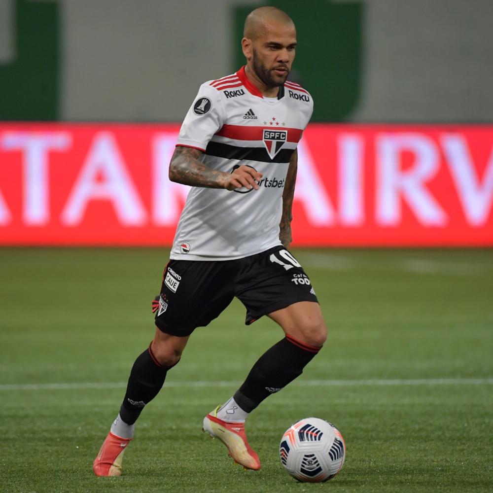 """Marcos Braz avalia contratação de Daniel Alves pelo Flamengo: """"pouco provável"""""""