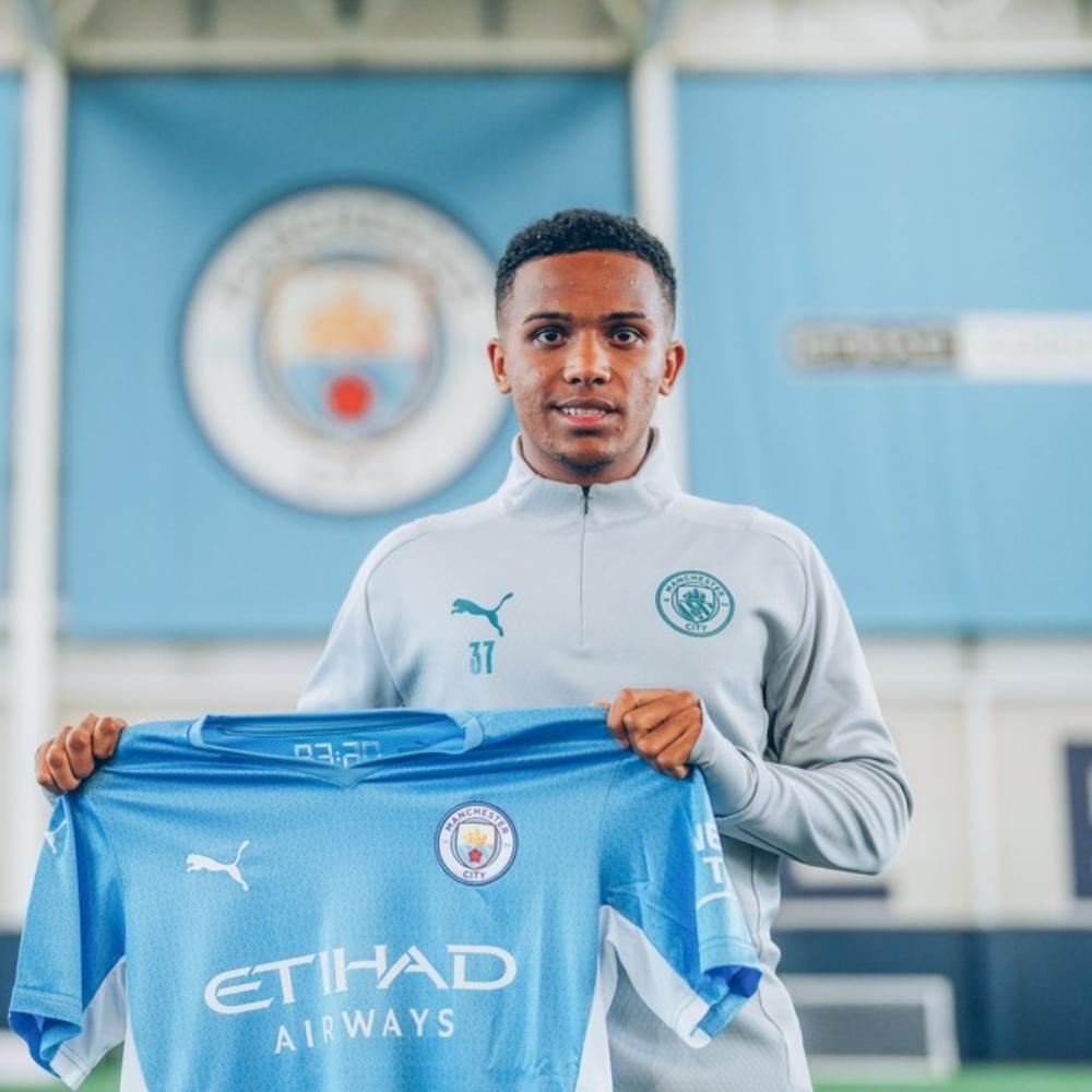 Kayky é apresentado no Manchester City e avisa: 'Quero ganhar muitos títulos por aqui'