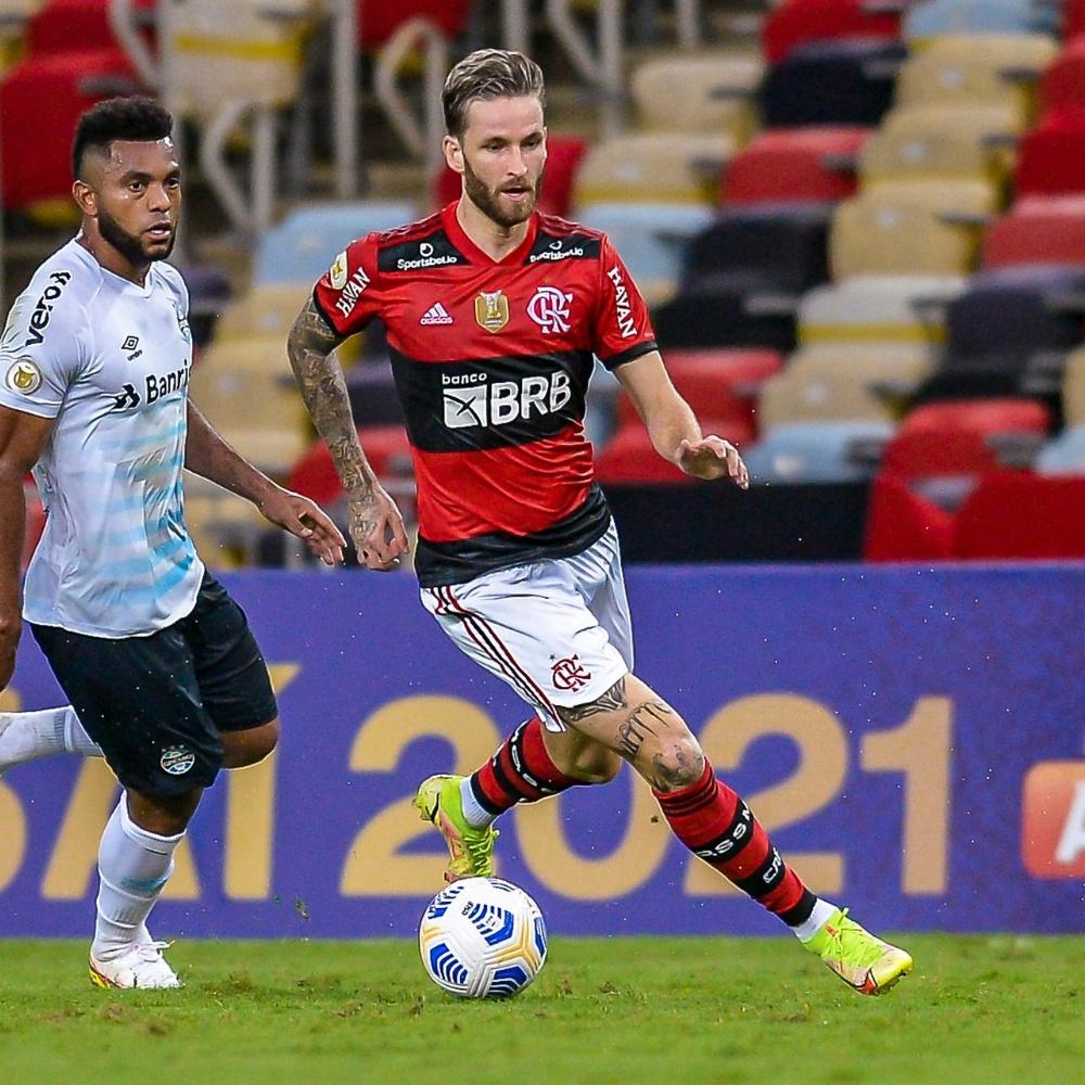 Léo Pereira vira alvo de torcedores do Flamengo em derrota para o Grêmio