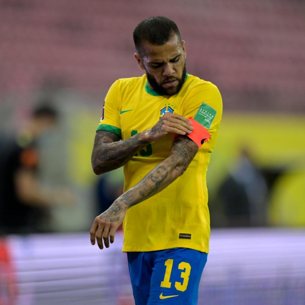 Dani Alves anuncia que ficará sem clube até 2022
