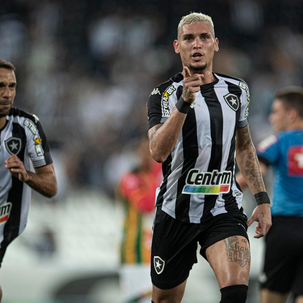Torcedores do Botafogo pedem permanência de Rafael Navarro