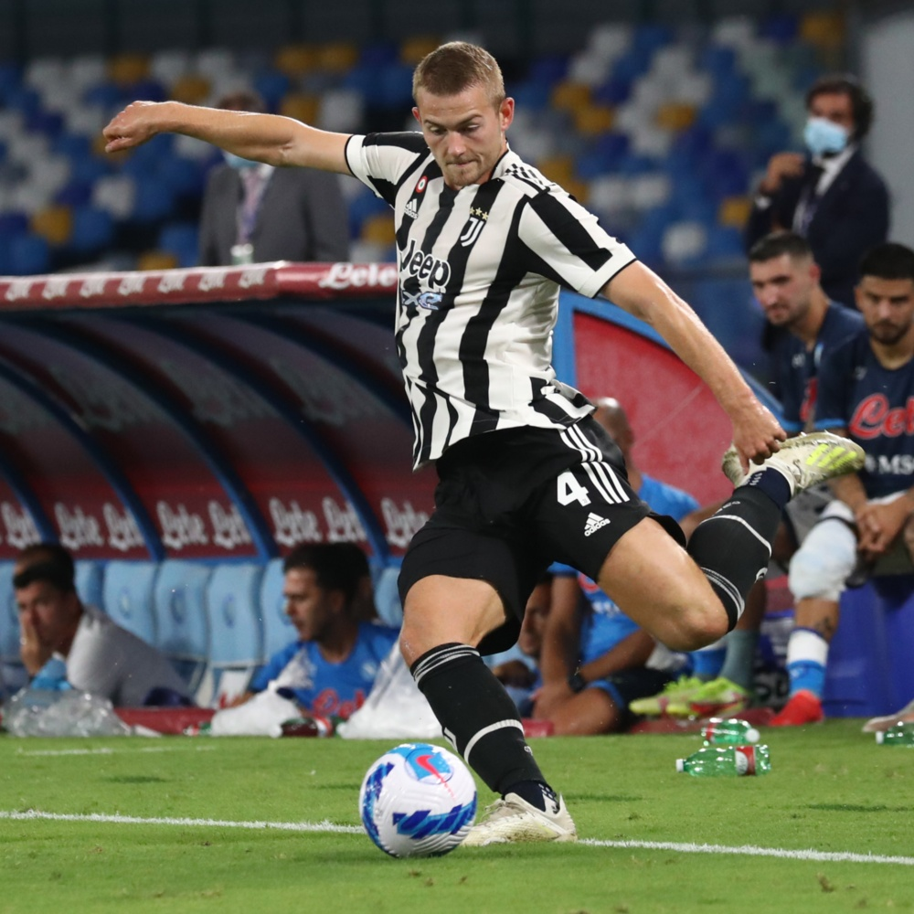Site: Barcelona planeja oferecer Depay e Ter Stegen à Juventus pelo zagueiro De Ligt