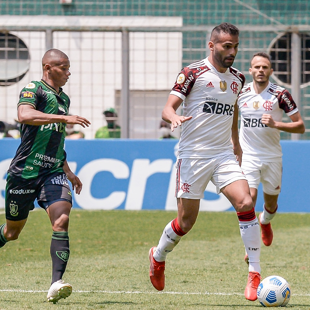 Com lesão na coxa, Thiago Maia não viaja com o Flamengo e não joga a semi da Libertadores