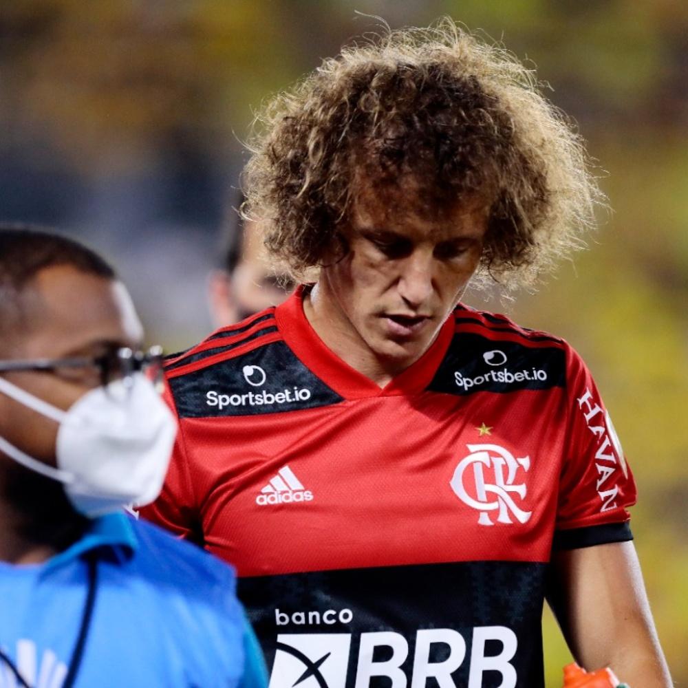 Flamengo informa que David Luiz sentiu dores no adutor da coxa esquerda e será reavaliado