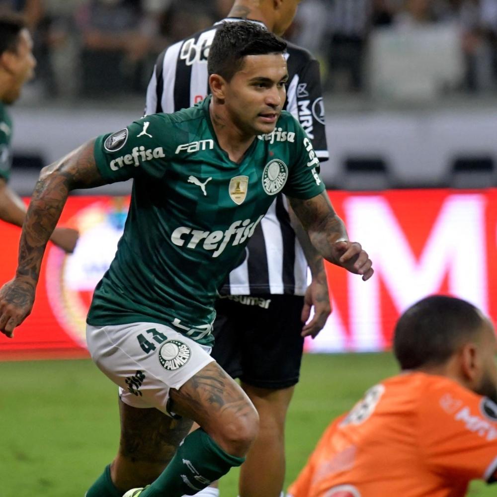 Atuação da arbitragem em gol do Palmeiras foi correta, mesmo com invasão de Deyverson, segundo a IFAB