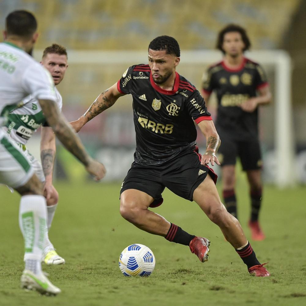 Torcedores do Flamengo criticam Vitor Gabriel nas redes sociais após vitória