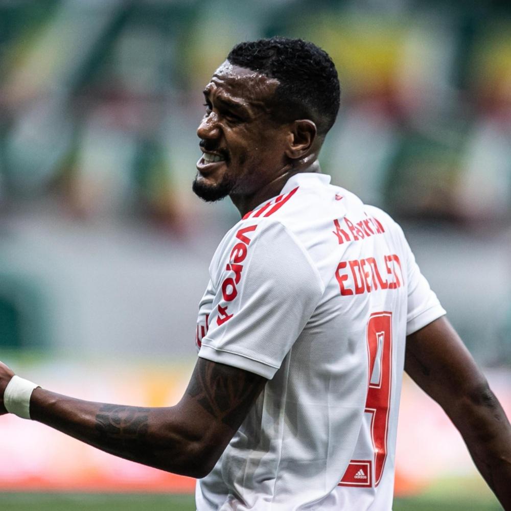 'Super Ed': torcedores do Inter ironizam apelido e criticam Edenilson após expulsão