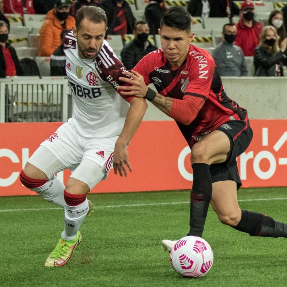 Léo Pereira volta a virar alvo e Everton Ribeiro é criticado em Athletico x Flamengo