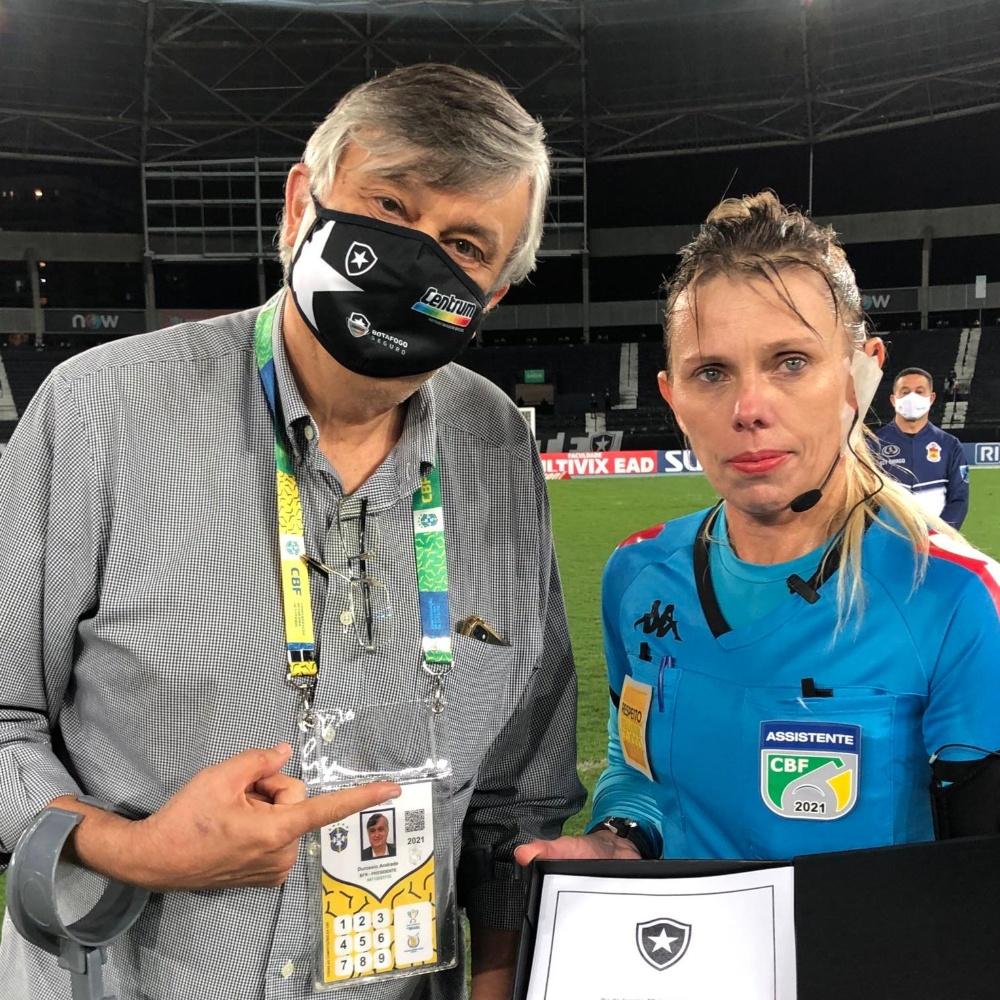 Botafogo formaliza pedido de desculpas à auxiliar Katiuscia Mendonça, após xingamentos
