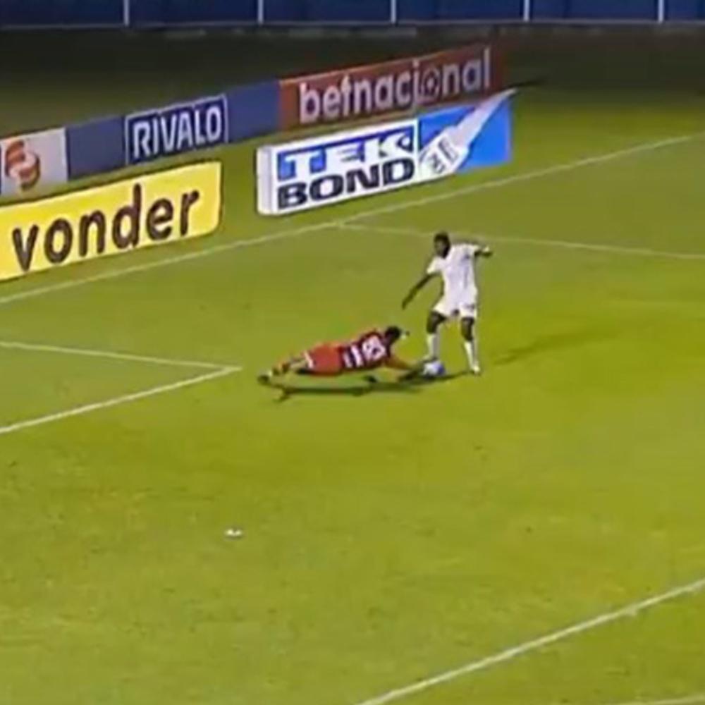 Avaí x Cruzeiro: Thiago perde chance clara de abrir o placar para a Raposa; veja vídeo
