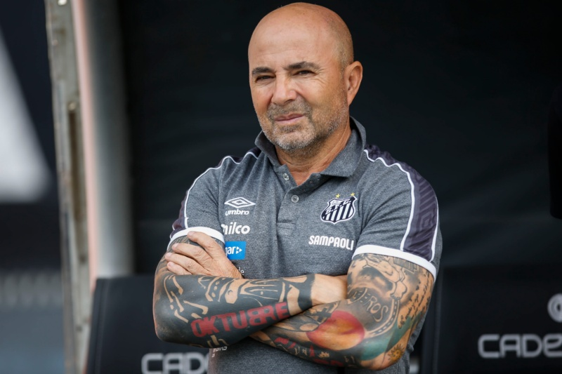 RIO DE JANEIRO, BRAZIL - JULY 21: Head coach Jorge Sampaoli of Santos in action during a match between Botafogo and Santos as part of Brasileirao Series A 2019 at Engenhao Stadium on July 21, 2019 in Rio de Janeiro, Brazil. (Photo by Bruna Prado/Getty Images) *** Local Caption *** Jorge Sampaoli-Not Released (NR)